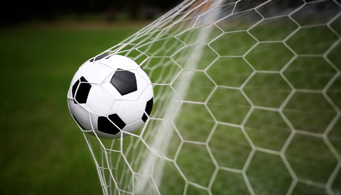 ফুটবল খেলতে হয় হাতে, এটাই এখন সবথেকে জনপ্রিয়