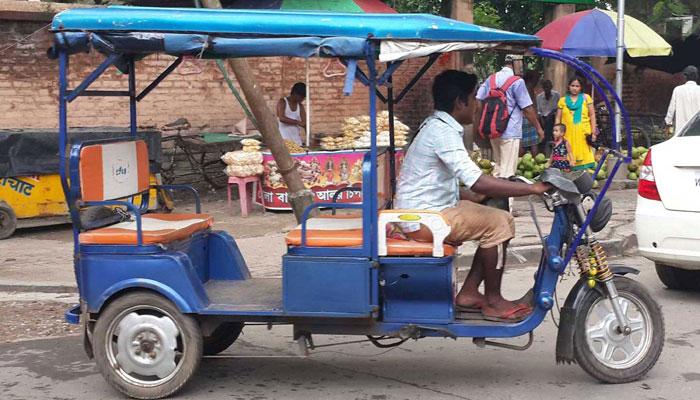 ইছাপুর কণ্ঠাধার মোড়ে পর্বতারোহীকে রড দিয়ে মারধর টোটো চালকের