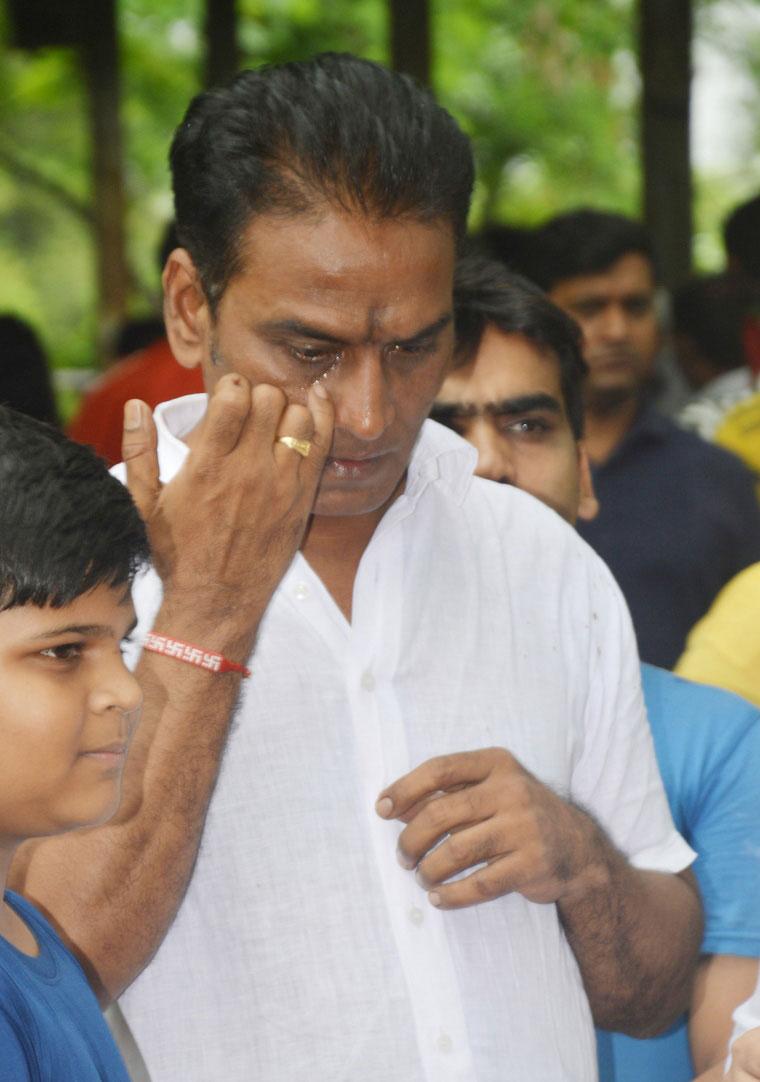 'তারক মেহতা কা উল্টা চশমা'-র 'ডক্টর হাতি'-র শেষকৃত্য, কাঁদলেন অভিনেতারা