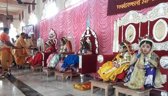 নবমীতে কুমারী পুজো বর্ধমানের সর্বমঙ্গলা মন্দিরে