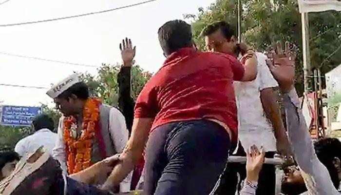 কেজরীবালের চড়ের পিছনে রাহুলের হাত! তোপ দাগলেন আপ নেতা সঞ্জয়