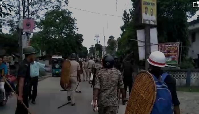 তুফানগঞ্জে কলেজ দখল করতে বহিরাগতদের প্রবেশ, পুলিসের ওপর 'হামলা' টিএমসিপি-র