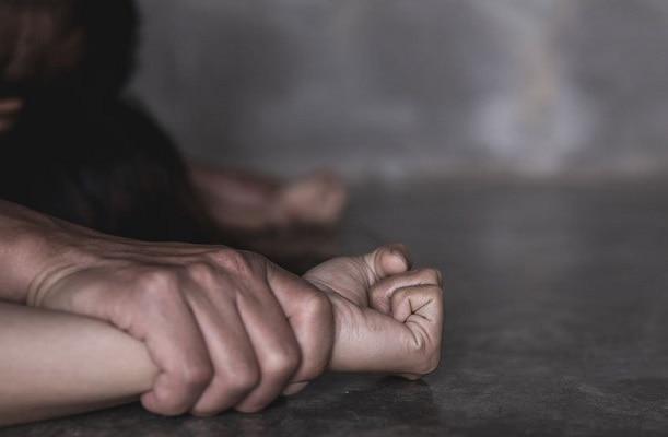 ফাঁকা বাড়িতে গৃহবধূকে ধর্ষণের অভিযোগ পুলিসকর্মীর বিরুদ্ধে! থানায় অভিযোগ নিতে অস্বীকার