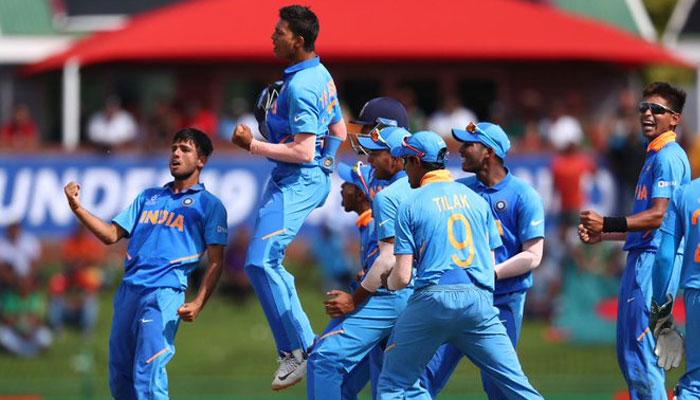 Under-19 World Cup Final: বিষ্ণোইয়ের বিষাক্ত বোলিংয়ে বাঘেদের টুটি টিপে ধরেছে ভারত