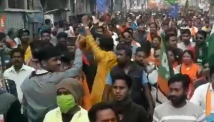 বঙ্গ রাজনীতিতে 'গোলি মারো', TMC-র পর শুভেন্দুর রোড শোয়ে 'বহিরাগত' স্লোগান