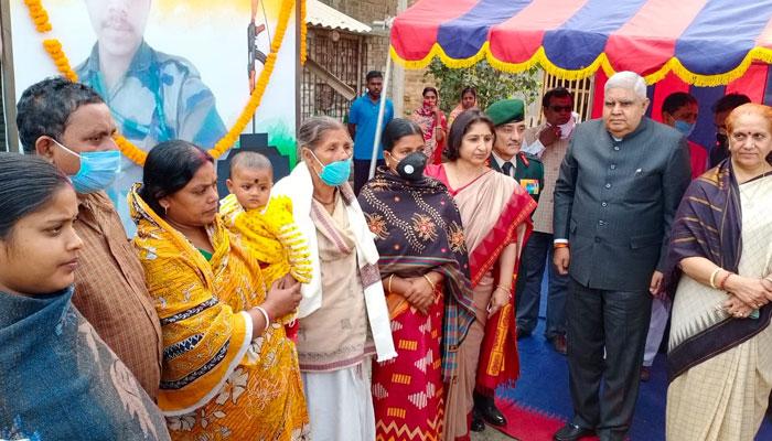 সুন্দর-সুষ্ঠভাবে ভোট হোক, তেহট্টের শহিদ সুবোধ ঘোষের বাড়ি গিয়ে প্রশাসনকে আর্জি রাজ্যপালের