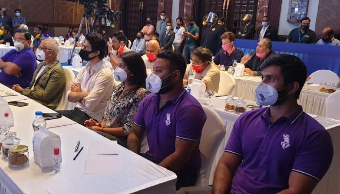 IPL Auction: কেকেআরের নিলাম টেবিলে আরিয়ান-জাহ্নবী, টাইটেল স্পনসর হিসেবে ফিরছে ভিভো