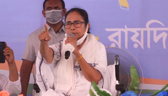 'ISFকে ভোট দেওয়া মানেই BJPকে ভোট', ওয়াইসি 'বিজেপির বন্ধু', রায়দিঘির সভায় কটাক্ষ মমতার