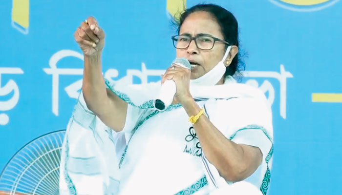 WB Assembly Election 2021: স্বরাষ্ট্র মন্ত্রকের নির্দেশে গ্রামে গ্রামে গিয়ে ভয় দেখাচ্ছে Central Force, ফের সরব Mamata