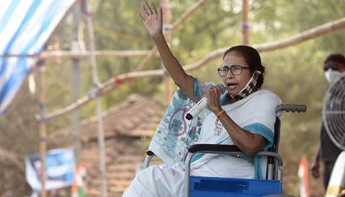 West Bengal Election 2021: কমিশনের নিষেধাজ্ঞার প্রতিবাদে কলকাতায় ধরনায় বসছেন Mamata