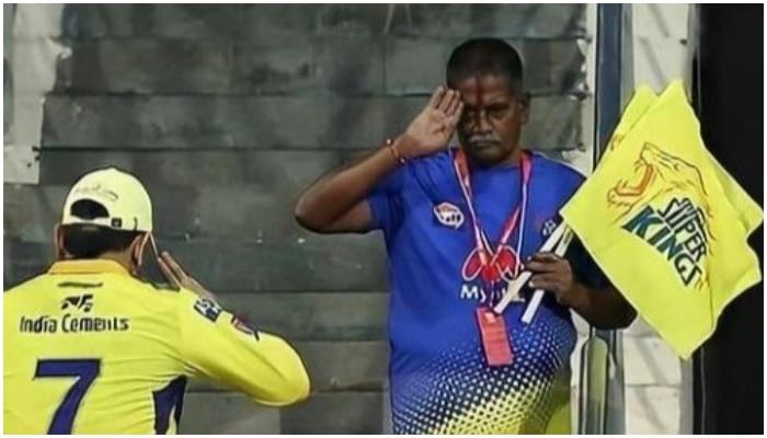 IPL 2021: 'রাজা সবারে দেন মান, সে মান আপনি ফিরে পান'! বারবার হৃদয় জিতে নেন MS Dhoni