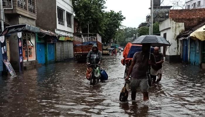 heavy rain: ভারী বৃষ্টি