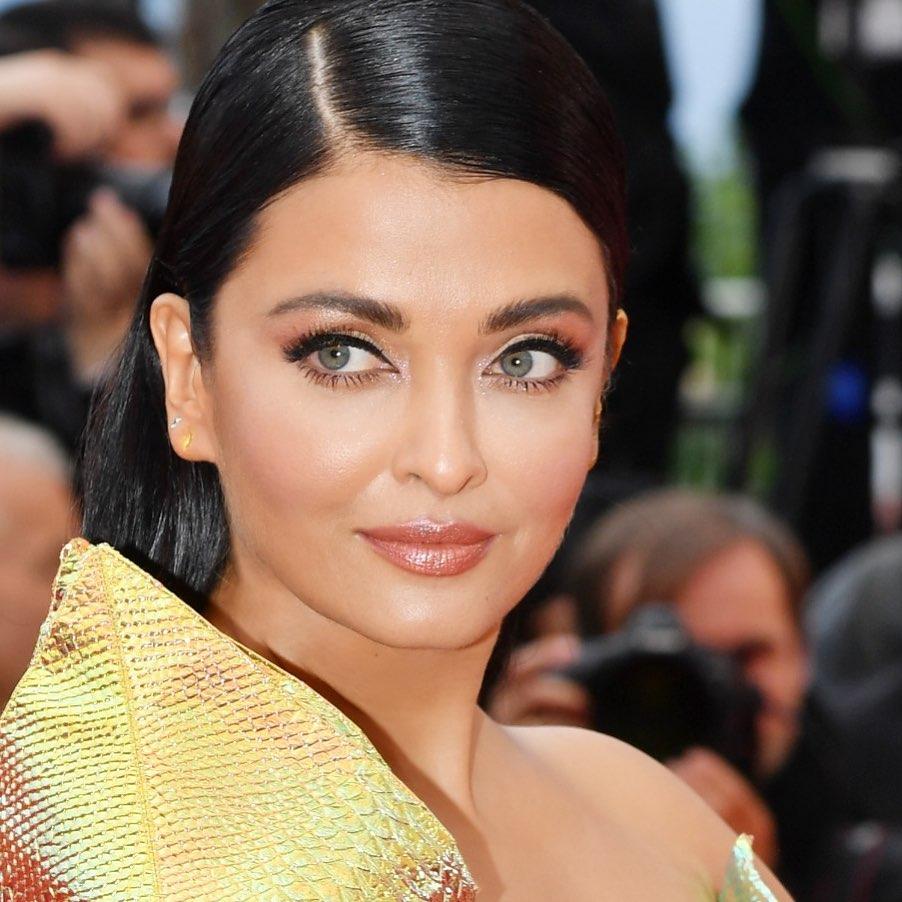 Aishwarya Rai Bachchan in 47, look like 20