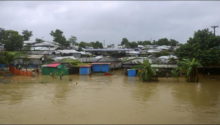 Floods leave homeless: বন্যায় ঘরছাড়া বহু