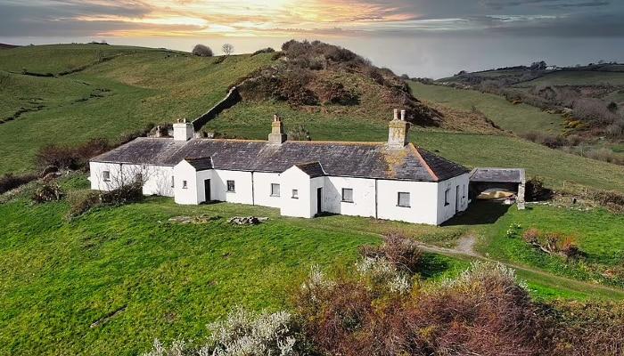 Off-grid cottage