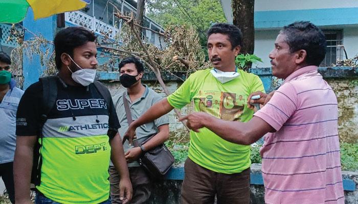 Jalpaiguri: ব্লাড ব্যাঙ্কে দালাল চক্র, ২ জনকে হাতেনাতে ধরে জুতোপেটা জলপাইগুড়িতে