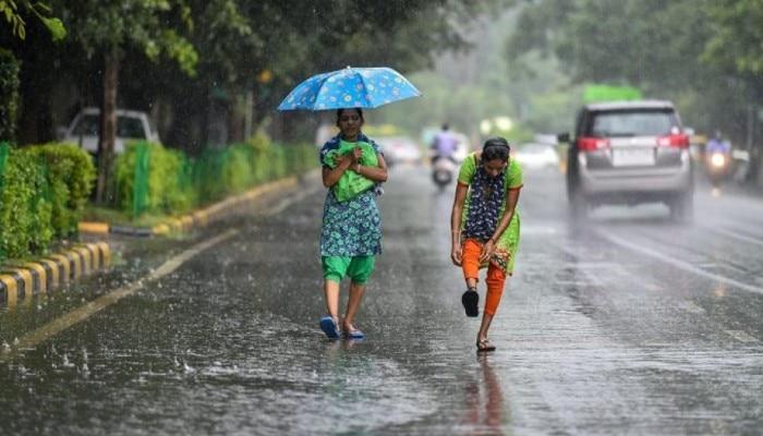 Weather Today: বিক্ষিপ্ত বৃষ্টিতে ফের ভাসবে দক্ষিণবঙ্গ, টানা বর্ষণে জলমগ্ন একাধিক এলাকা