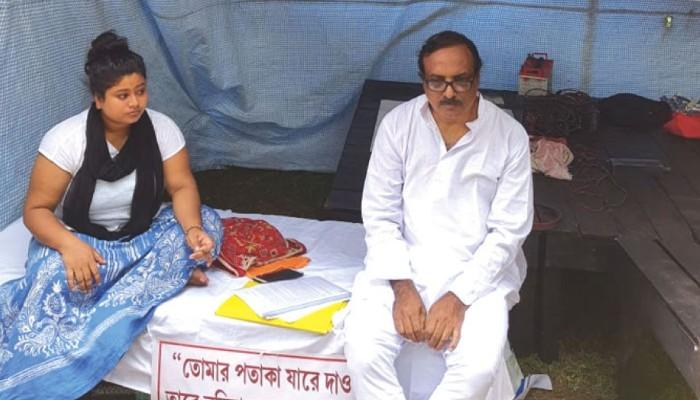 Viswa Bharati:  পড়ুয়াদের আন্দোলনে অংশ নিয়ে বিপাকে অধ্যাপক, শোকজ কর্তৃপক্ষের