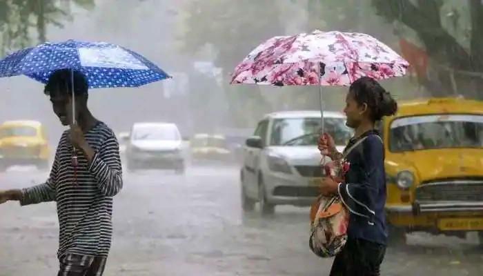 Durga Puja Rain: বৃষ্টির পূর্বাভাস নবমীতেও, অষ্টমীর রাতে ভিজলো শহর কলকাতা
