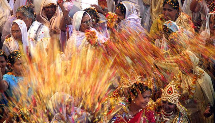 ৯০ বসন্ত পেরিয়ে প্রথমবার দোল খেলবেন টুকনি দেবী