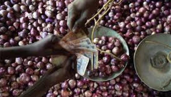 দাম উর্দ্ধমুখী, বাড়ছে কালোবাজারি, সামাল দিতে পেঁয়াজে ভর্তুকি রাজ্য সরকারের