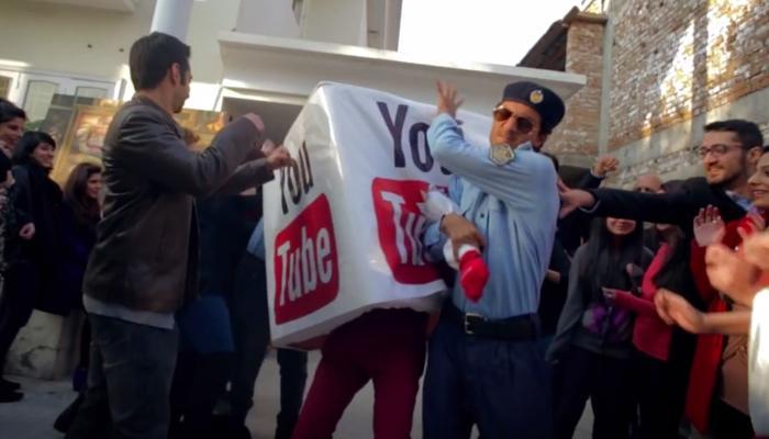 ৩ বছর পাকিস্তানে 'শ্লীল' হল YouTube