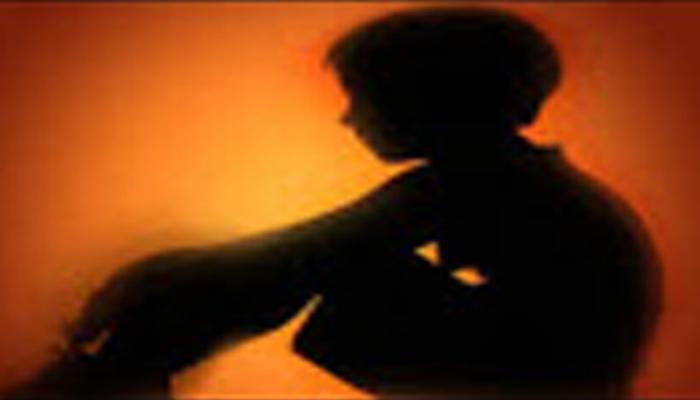 ১১ বছরের বালক গম চুরি করেছে, তার শাস্তি হিসেবে তাকে মূত্রপান করানো হল!