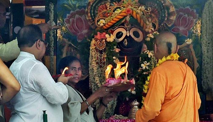 কলকাতাতে রথ ঘিরে উত্সবের উন্মাদনা তুঙ্গে