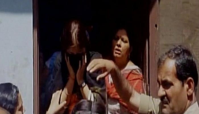 মীরাটে 'লভ জেহাদ'-এর অভিযোগে তরুণ-তরুণীকে হেনস্থা যোগীর নীতিপুলিসের!
