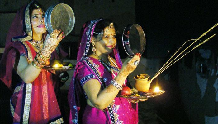 ভারতীয় পুরুষরা কি সত্যিই চান, নারীরা তাঁদের জন্য উপবাস করুন?