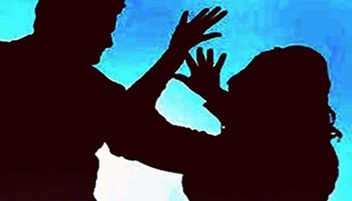 স্বামীর কুকীর্তি জেনে ফেলায় স্ত্রীকে গুন্ডা লাগিয়ে মারধরের অভিযোগ