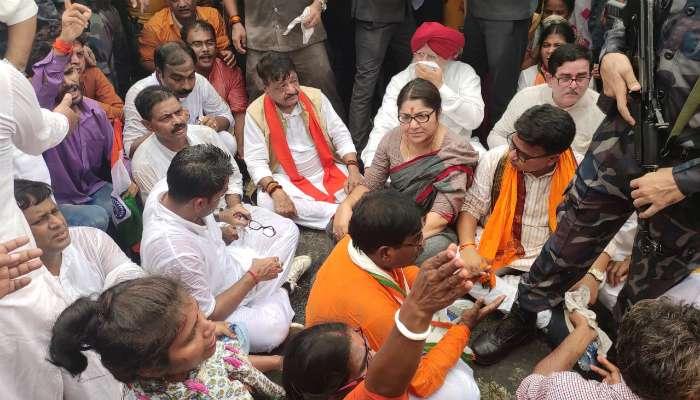 মমতার বলা 'ব্যালেন্স'-র রণনীতিতে BJP-কে 'শান্তশিষ্ট' অভিযান করতে দিল পুলিস?