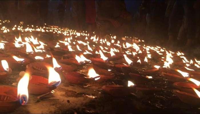 ২১ হাজার প্রদীপ জ্বালিয়ে উত্তর কলকাতার গঙ্গাঘাটগুলিতে পালিত হল 'দেব দীপাবলি', দেখুন ছবি