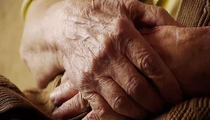 ছেলে-বৌমার অত্যাচারে আধমরা প্রৌঢ়া, উদ্ধার করল ৩ ছাত্রী