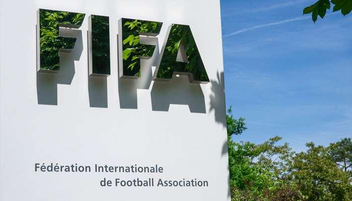 করোনা পরবর্তী সময়ে নতুন নিয়ম চালু করতে সবুজ সংকেত দিল  FIFA