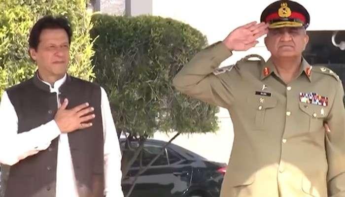 ইমরান খানের পায়ের তলার মাটি সরছে, পাকিস্তানে সেনাবাহিনীর ক্ষমতা দখলের আশঙ্কা