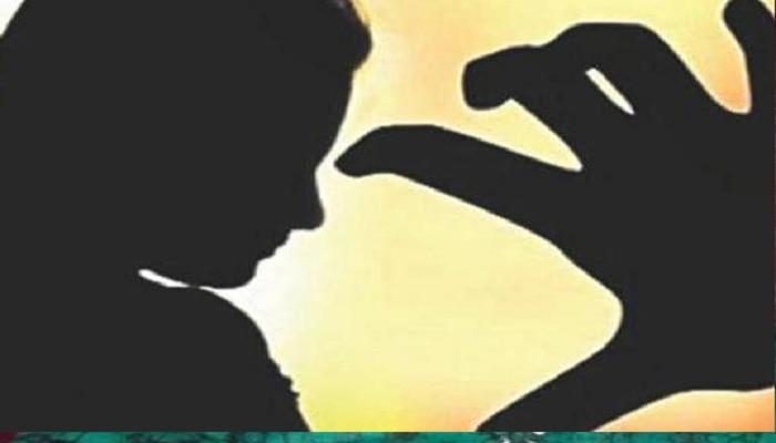রাস্তায় মায়ের কাপড় খোলার চেষ্টা, বাঁচাতে গিয়ে মৃত্যু দশম শ্রেণির ছাত্রের
