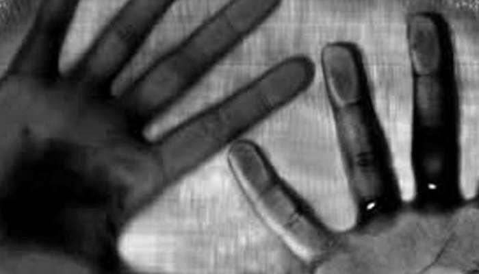 নাবালিকাকে 'শ্লীলতাহানি' গৃহশিক্ষিকার স্বামীর, গণধোলাইয়ের পর তুলে দেওয়া পুলিসের হাতে