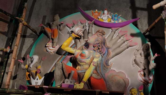 নাকতলা উদয়নের পুজোয় এ বার ভাঙা ম্যাটাডর আর বেকার মেঘ