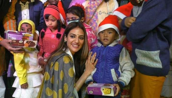 বড়দিনে বাদুড়িয়ায় সম্প্রীতি মেলায় Nusrat Jahan, শিশুদের সঙ্গে মেতে উঠলেন আনন্দে