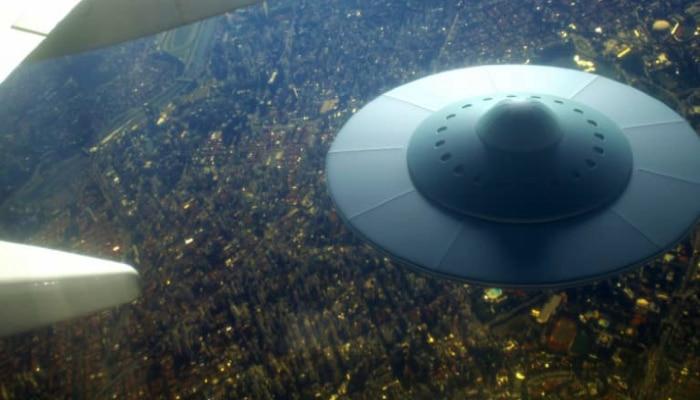 মার্কিন আকাশে UFO! আসছেন ভিনগ্রহীরা? ভাইরাল ভিডিও মানছেন ওবামাও