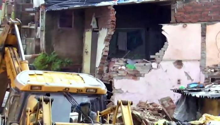 Malad Building Collapse: টানা বৃষ্টিতে ধসে পড়ল চারতলা বাড়ি, মৃত ১১, আহত ৭