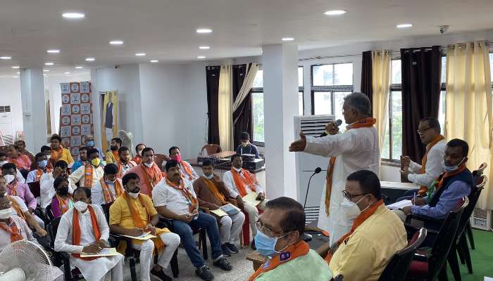 BJP-র 'ক্লাসে' অনুপস্থিত ৪ বিধায়ক; সোমে বিধিনিষেধ ভেঙে টিকাকাণ্ডে পুরসভা অভিযান