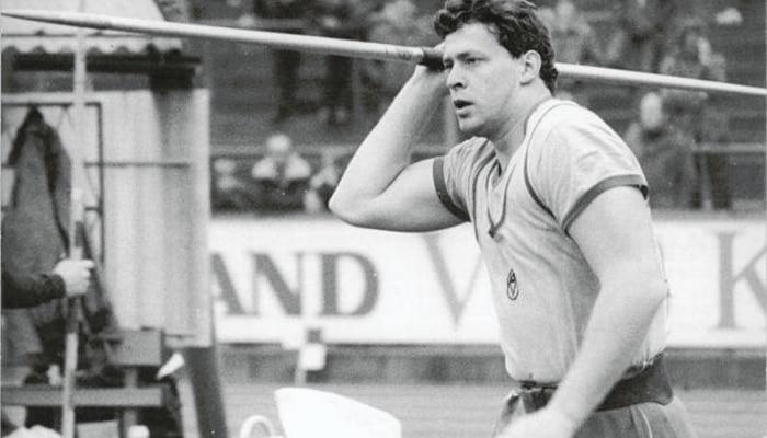 Uwe Hohn: জ্যাভলিন থ্রোয়ে ১০০ মিটার পার! কে এই খেলোয়াড়?