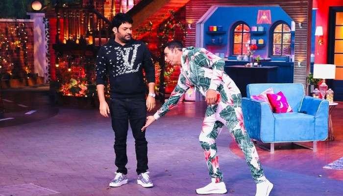 The Kapil Sharma Show: কপিলের পায়ে হাত দিয়ে প্রণাম করলেন অক্ষয়,কিন্তু কেন?