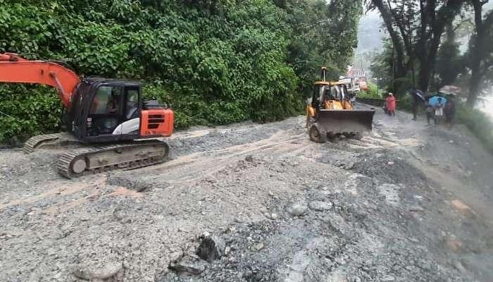 Landslide: লাগাতার বৃষ্টিতে সেবকে ১০ নম্বর জাতীয় সড়কে ধস, সড়কপথে বিচ্ছিন্ন বাংলা ও সিকিম