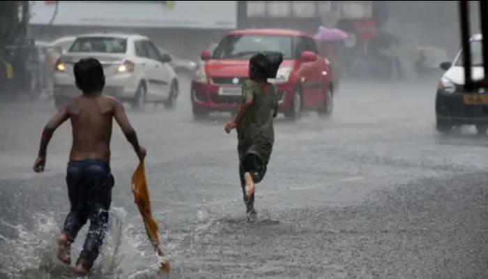 Weather Today: দক্ষিণ ২৪ পরগণা সহ দুই জেলায় নিম্নচাপের মেঘ, ঝেঁপে বৃষ্টির পূর্বাভাস