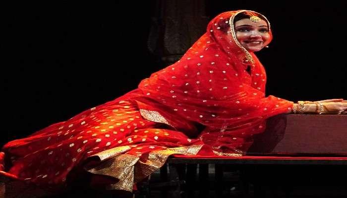 Arpita Chatterjee: মঞ্চে গওহর জানের ভূমিকায় একক অভিনয়, নায়িকার গায়কীতে মুগ্ধ দর্শক