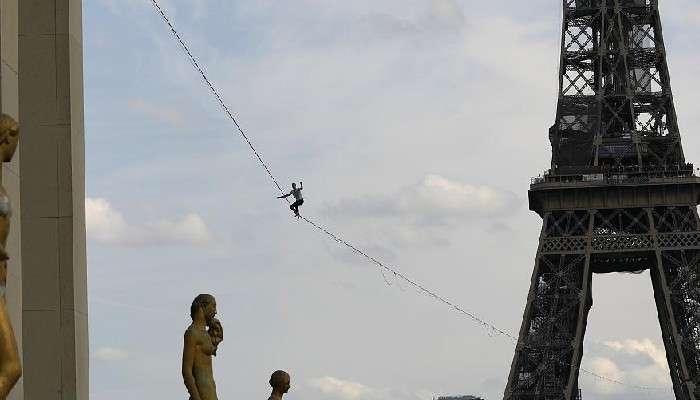 Rope Walker: নীচে নদী! সরু দড়ির উপর দিয়ে ৬০০ মিটার হাঁটলেন যুবক