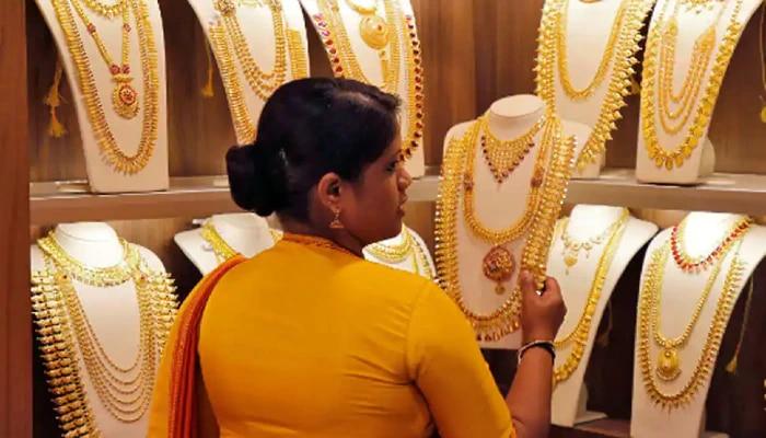 Gold Price Today: উৎসবের মরসুমে বড় ধাক্কা! বাড়ল সোনার দাম